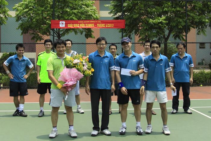 BTC trao giải Nhìn cho cặp đôi Ngô Đặng Hoàng Anh và Phan Trọng Toại