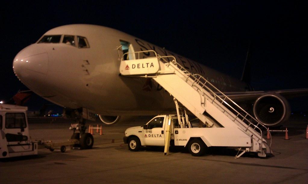 DELTA 767-300ER N175DZ