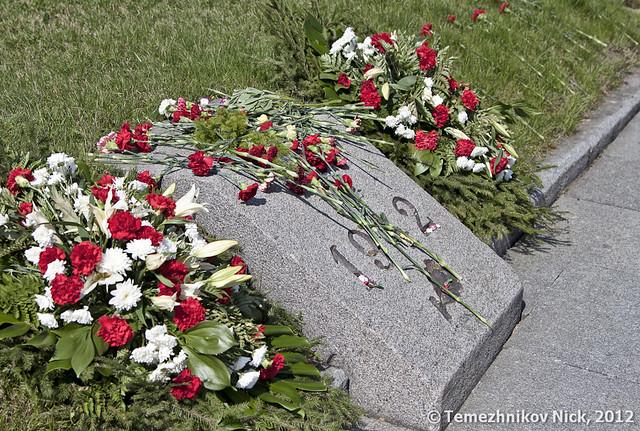 Братские могилы цветы