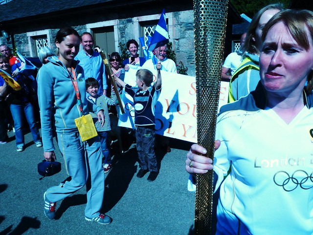 Olympic Flame Arring Luss