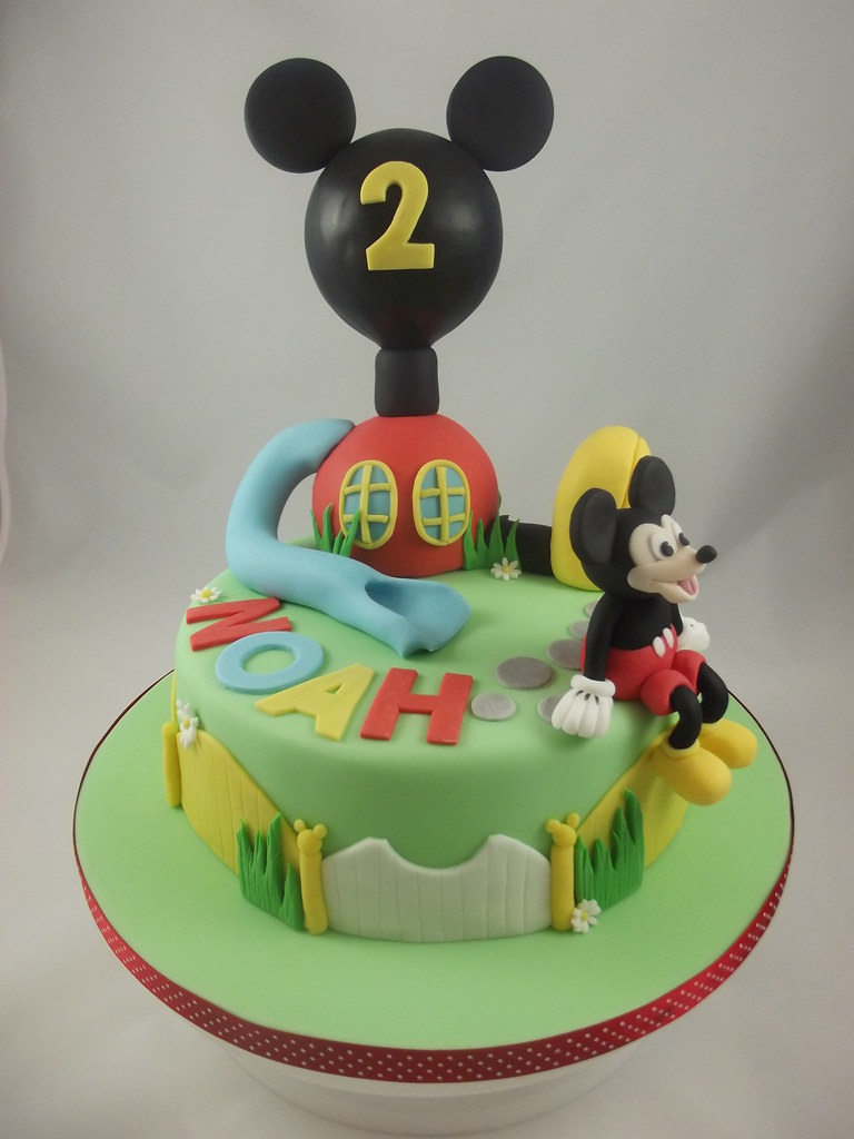 Luxury Mickey Mouse club house cake