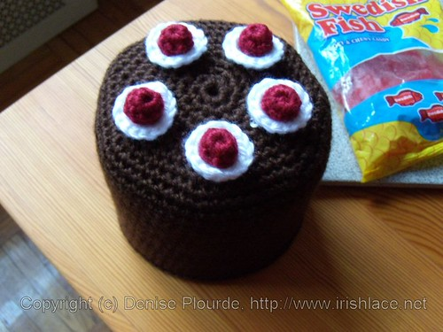 blackforestcake-toiletpaperrollcover-crochet