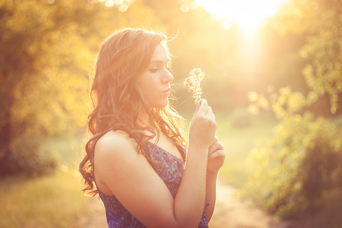 無料写真素材, 人物, 女性, 人物  森林, 人物  花・植物, 人物  横顔・横を向く