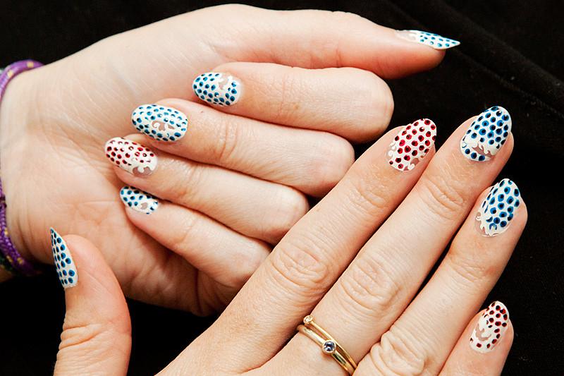moveSlightly: Stella McCartney Spring 2012-Inspired Nails