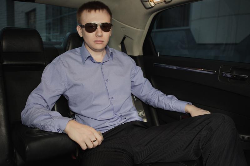 Фотосессия мужчины с авто