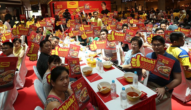 100 people eat MAGGI noodles together