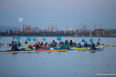 Small earth globes and refinery at Luminary flotilla at Break Free PNW 2016 photo by Alex Garland  img_2113-2