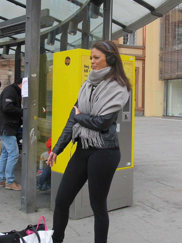 candid pictures on swedish girls in streets
