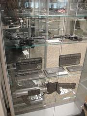 kitchen appliance(0.0), cage(0.0), machine(1.0), display case(1.0),