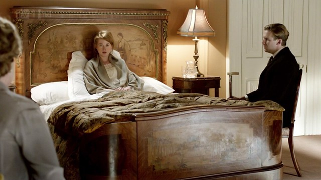 DowntonAbbeyS02E08_Laviniabed_headboard