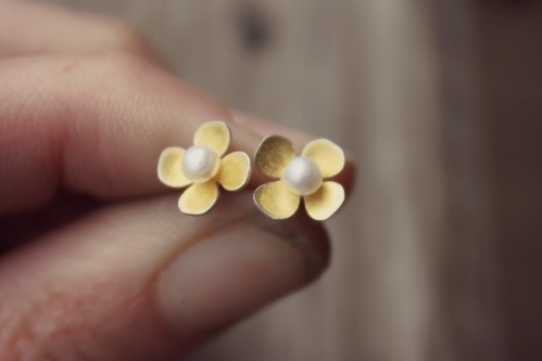 mini dogwood studs