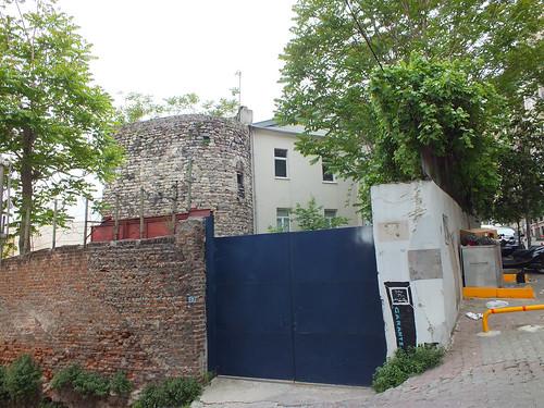 A nappaliban megbúvó bástya - Genovai-falrendszer