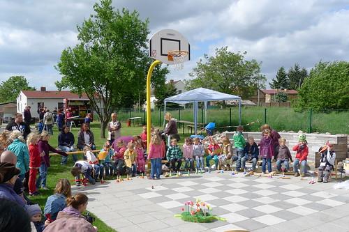 Kindergartenkinder beim Storchenfest