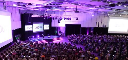 Login 2012: pranešimai, paroda ir dovanos