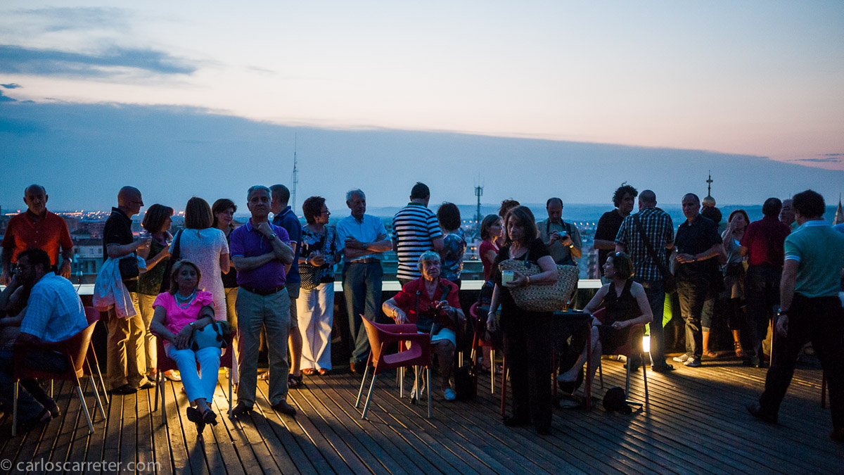 Ambiente en la terraza previo al concierto