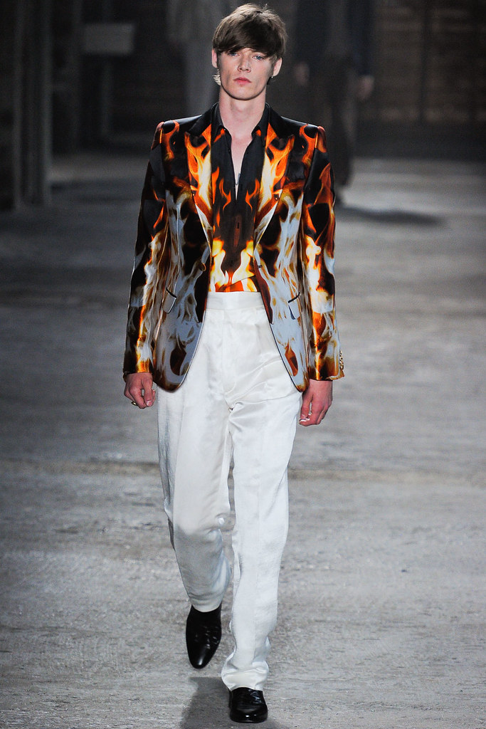 Conrad Leadley3002_SS12 Milan Alexander McQueen(VOGUEcom)