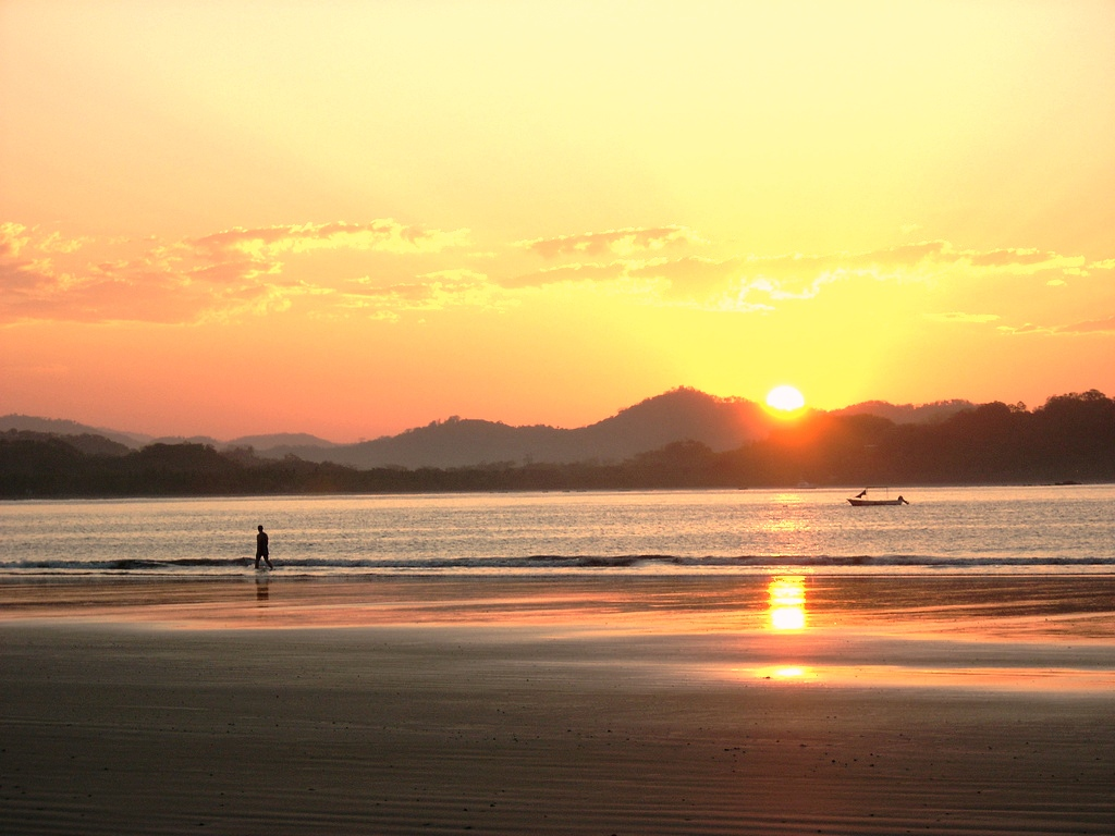哥斯大黎加的國家快樂星球指數很高,其將國防預算挪至教育等社會計畫上,人民快樂且長壽。圖片來源:圖片來源:http://www.flickr.com/photos/jetpunk/(符合cc授權)