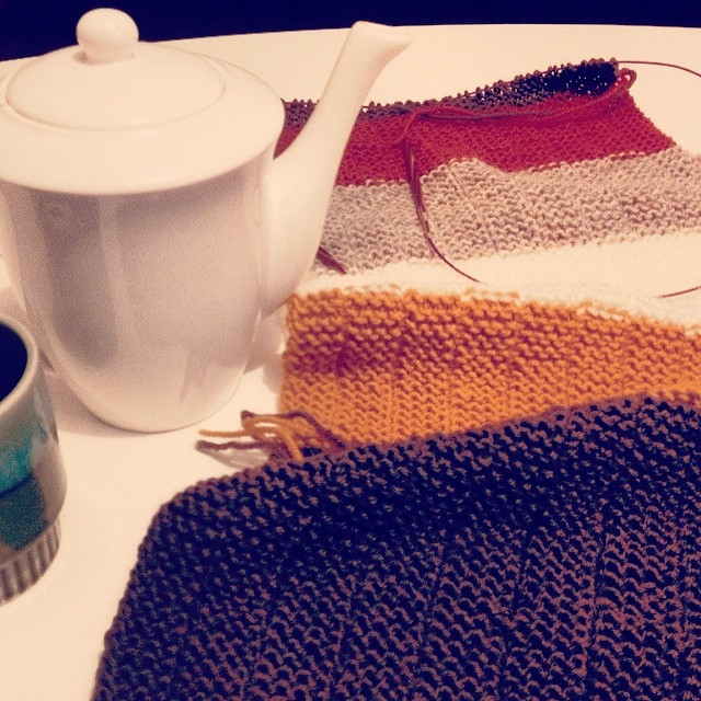 Home alone with two sleeping children; time to knit and drink peppermint tea. Indeed. #knitting