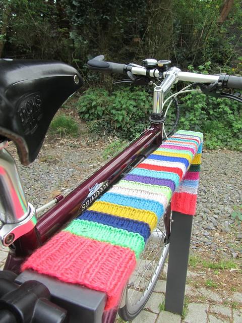 Der Trend geht zum bestrickten Fahrradständer!
