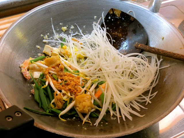 silom-cooking-school-pad-thai