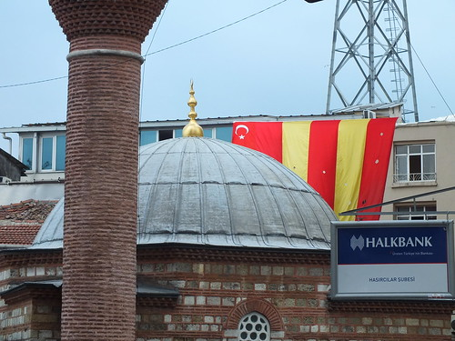 Mecset, foci és bank