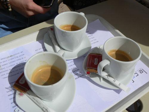 trois cafés.jpg