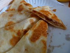 meal(0.0), bread(0.0), gã¶zleme(0.0), baked goods(0.0), ciabatta(0.0), naan(0.0), dessert(0.0), roti canai(0.0), flatbread(1.0), murtabak(1.0), roti prata(1.0), food(1.0), dish(1.0), roti(1.0), cuisine(1.0),