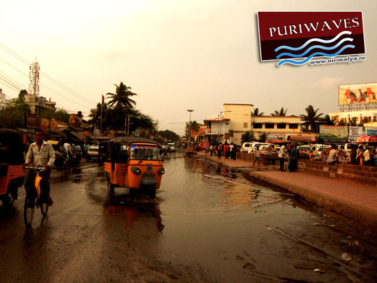 Relevant authorities should look :: Drain Water Overflows