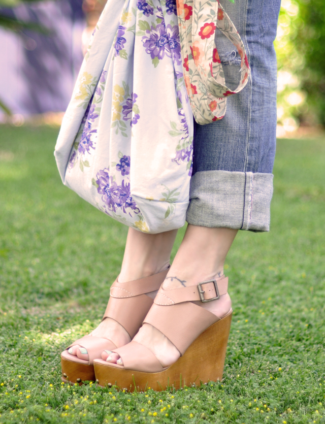wooden wedges-cuffed rippedjeans-floral bag