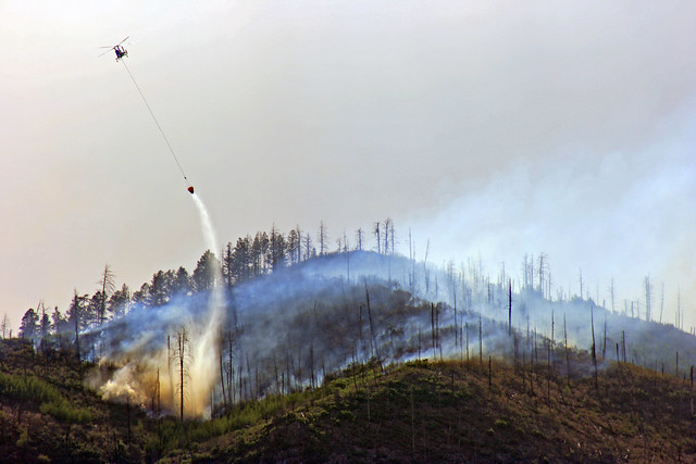 Helicopters bombard hot spots behind LA mountain in Los Alamos.  Photo by Ethan Frogget.