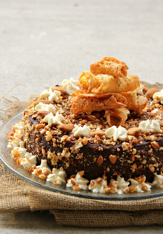 Eggless Chocolate Praline Cake