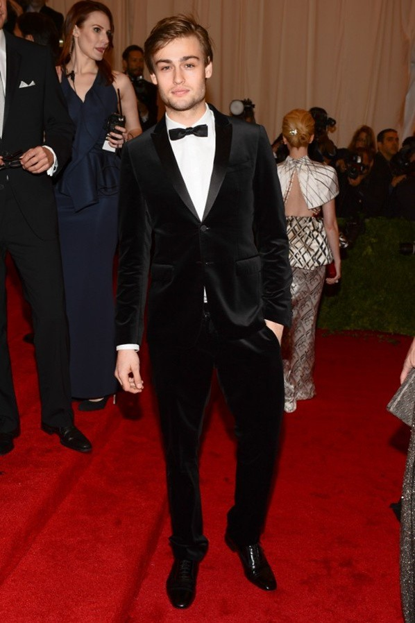 5 - Douglas Booth wearing Burberry to The Metropolitan Museum of Art 2012 Costume Institute Benefit in NY, 07.05.12.2jp