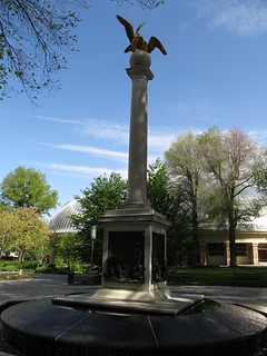 Image of Seagull Monument.
