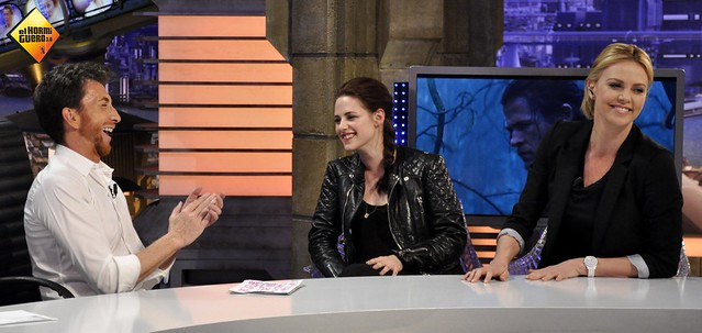 Charlize Theron y Kristen Stewart vinieron a divertirse a El Hormiguero