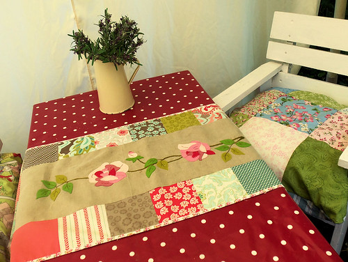 Summer Roses Table Runner