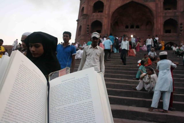 City Reading – The Delhi Proustians XXI, Jama Masjid Stairs