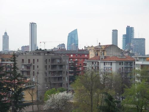 Tre livelli di Milano dalla Periferia by Ylbert Durishti