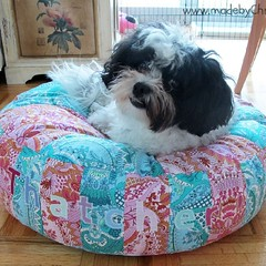 Tatty's Amy Butler dog bed on blog now. Alchemy fabrics by @amybutlerdesign and bed design by @dogundermydesk #dogbed #Alchemy #AmyButler #madebyChrissieD