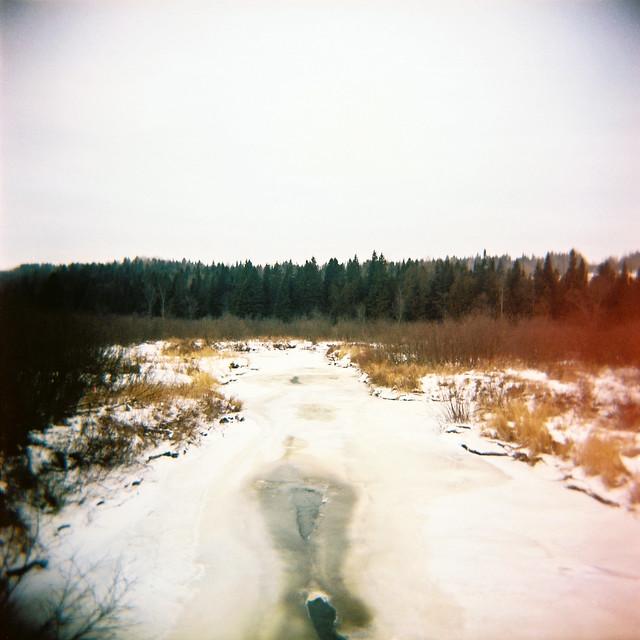 Holga va à la rivière en hiver