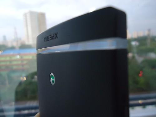 Gambar Desain ikonik Sony Xperia S