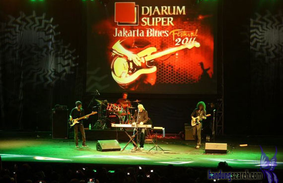 Jakarta-International-Blues-Festival-2011-Jhon-Mayal-(3)