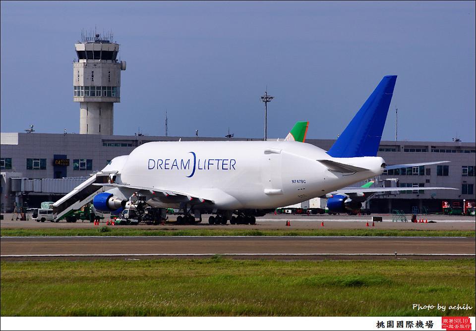 Boeing 747-409(LCF) Dreamlifter N747BC