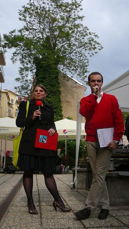 Stejně tak zajišťovalo příjemnou atmosféru i studentské moderátorské duo. Foto: Adéla Procházková.