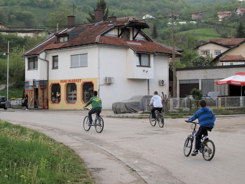 Enfants en vélo@Jajce