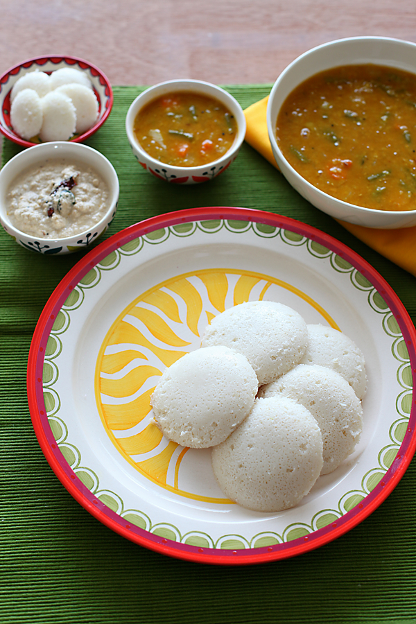 Idli With Coconut Chutney And Sambar