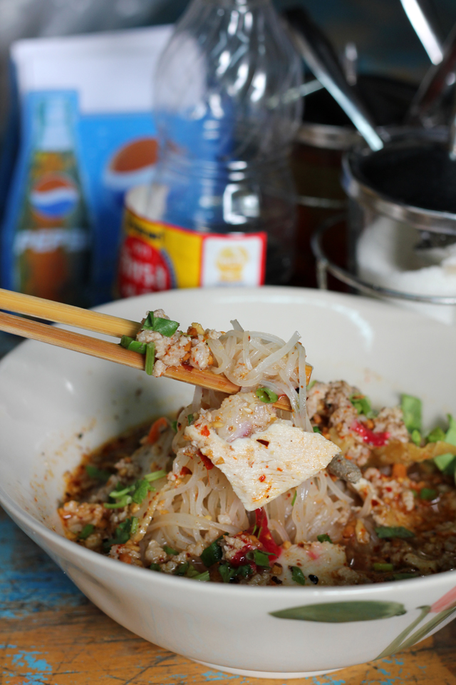 Kuay Teow Tom Yum (Thai Sweet and Sour Soup Noodles) ก๋วยเตี๋ยวต้มยำ