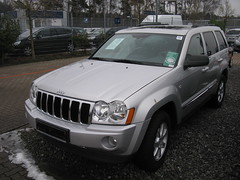 jeep liberty(0.0), automobile(1.0), automotive exterior(1.0), sport utility vehicle(1.0), wheel(1.0), vehicle(1.0), compact sport utility vehicle(1.0), jeep grand cherokee(1.0), jeep(1.0), bumper(1.0), land vehicle(1.0),