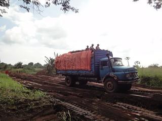 Camião na estrada para Watsa no Congo