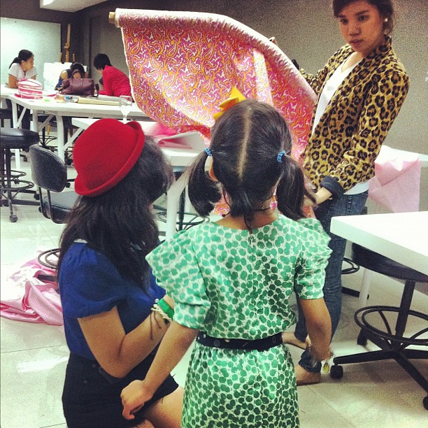 5-yr old Lily at skirt-making class at SOFA (school of fashion & arts)