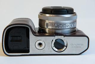 7167062772 acf3d615f3 n Funda de cuero para la Sony NEX 7. Gariz